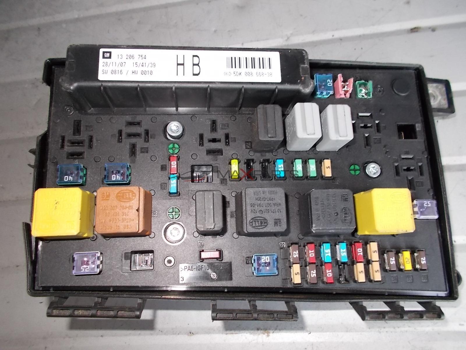 Zafira B Fuse Box Layout on circuit breaker box layout, display box layout, panel box layout, control box layout, battery box layout,