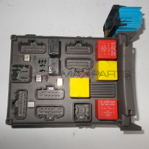 Бушонно табло за RENAULT LAGUNA 2 FUSE BOX 8200283803  8200004201-E
